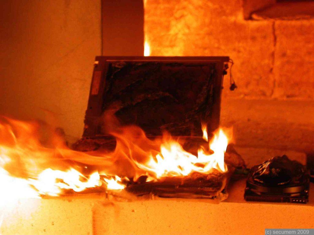 Burned_laptop_secumem_11